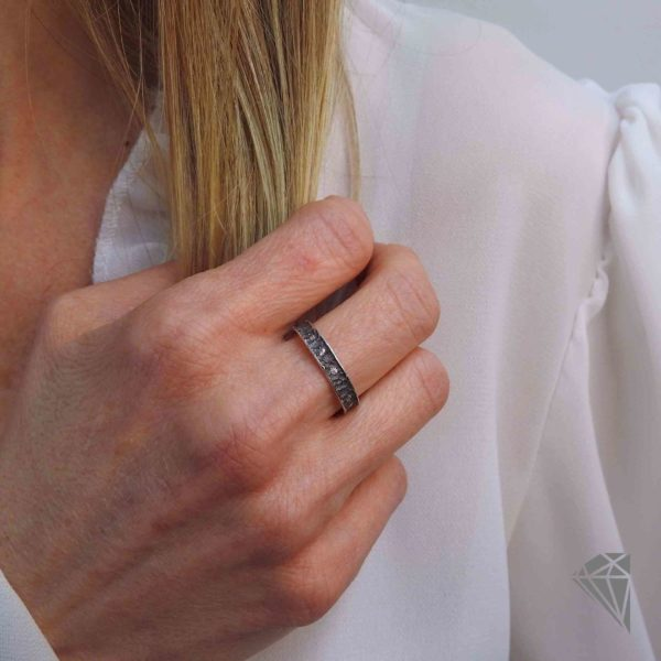 anillo-plata-negra-con-circonitas