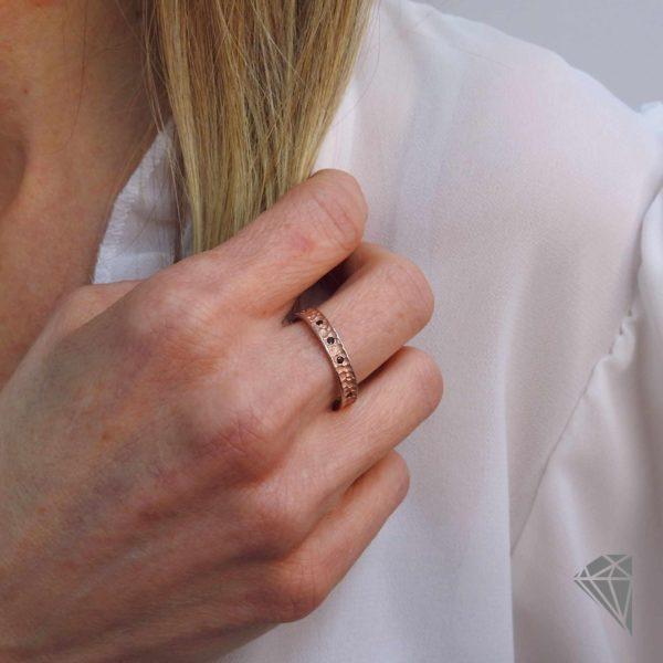anillo-plata-rosa-con-circonitas-cognac